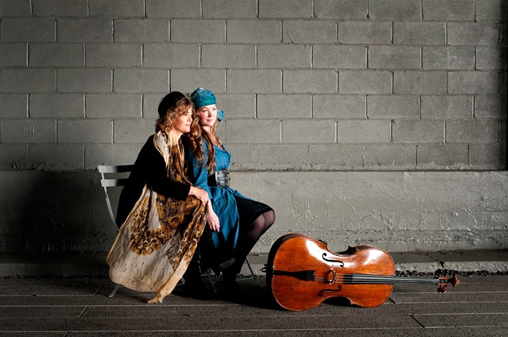 TwoSense: Ashley Bathgate & Lisa Moore perform Spun